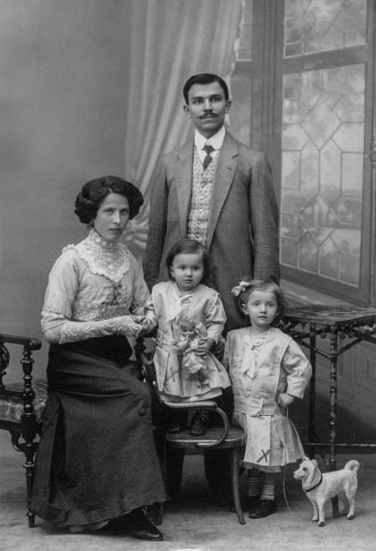 Family photo genealogy.jpg